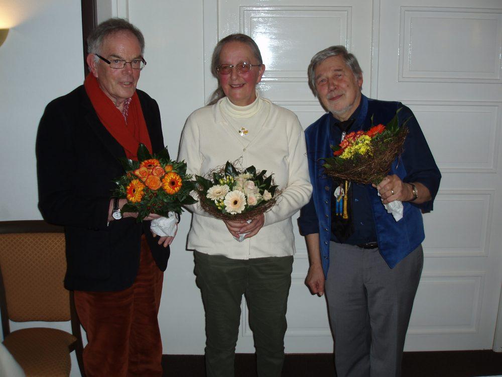 """Auf der Mitgliederversammlung 2014 verabschiedet: Hans- Jürgen Jarstorff, Wiebke Bergen (Kassenhüterin), Dieter """"Cherry"""" Kirschning (Vorsitzender des Clubs seit 2004)"""