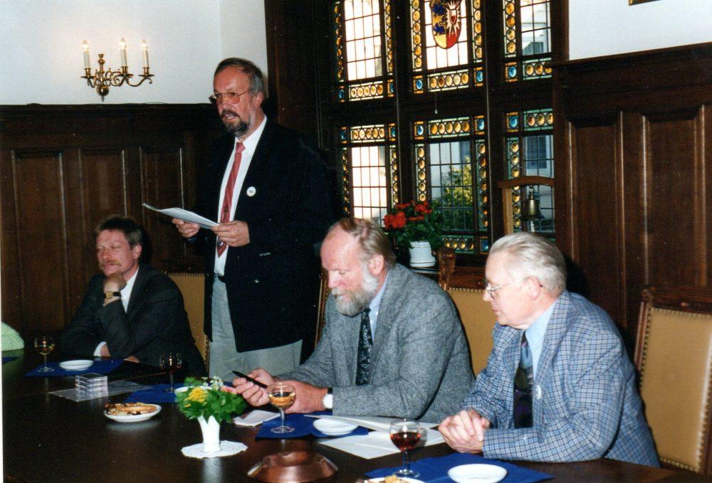 Von links: von Allwörden (stellvertr. Bürgermeister), Zelewski (Club), Meise (Bürgervorsteher), Danker (Club)
